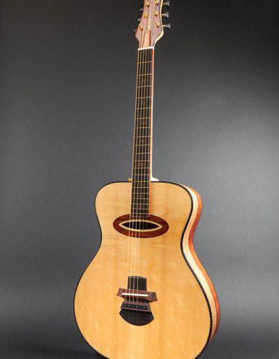 elipso-guitar-bearclaw-soundborad