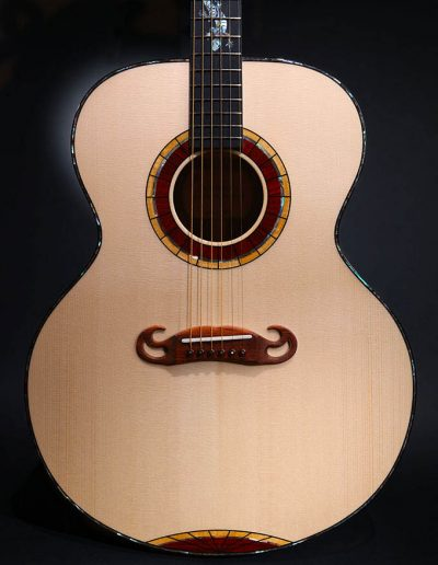 jumbo-guitar-lizard-fingerboard
